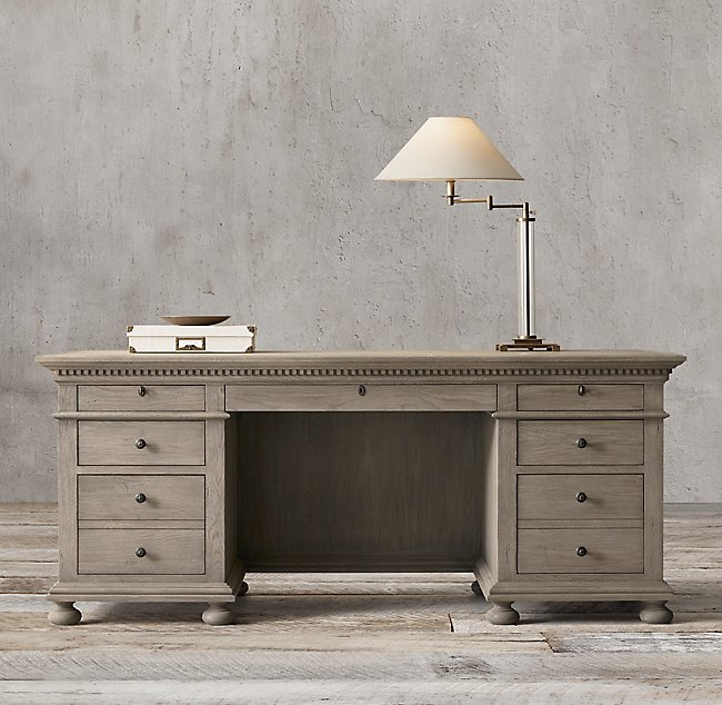 St_James_desk
